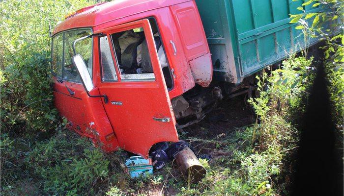 ВКильмезском районе иностранная машина влетела вКамАЗ: шофёр легковушки умер