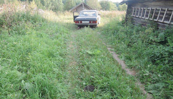 ВУнинском районе «Волга» переехала лежащего надороге мужчину