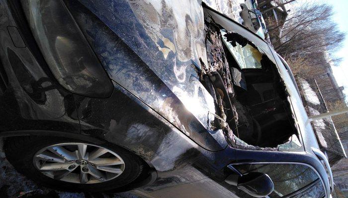 ВКирове ночью неизвестные спалили автомобиль VW Touareg 12+