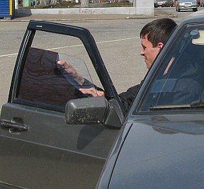Полицейские владивостока привлекают водителей к ответственности за тонировку