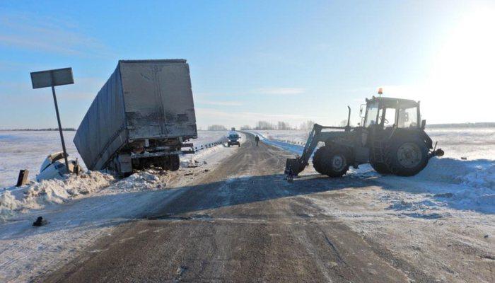 Трактор и грузовой автомобиль неподелили дорогу вПижанском районе